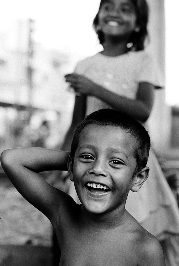 楽しげに笑う男の子