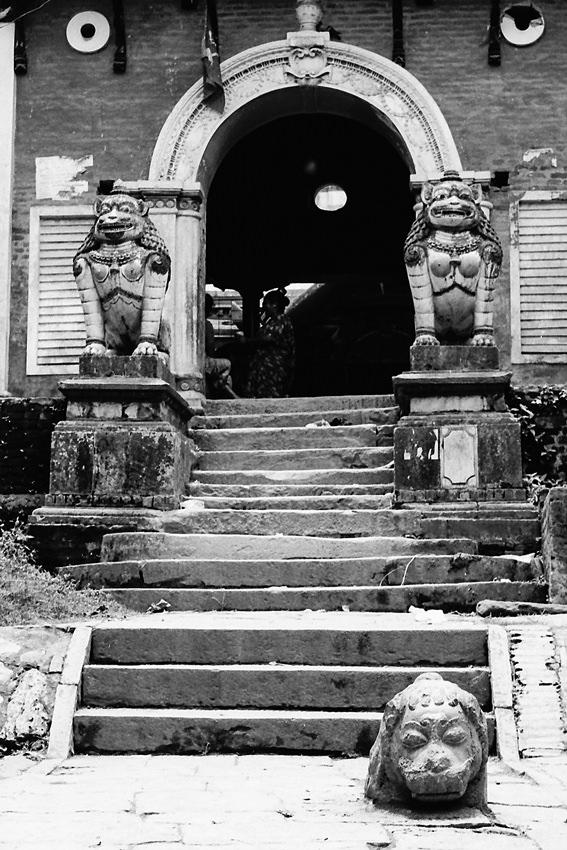 ブンガマティにあった門前の石像