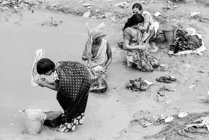 洗濯する女たち