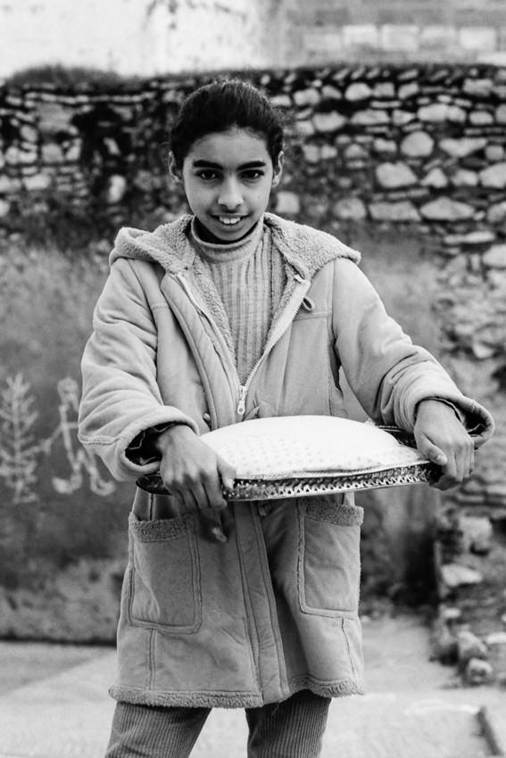 Girl carrying Mofletta