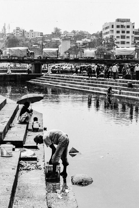 川辺の洗濯場