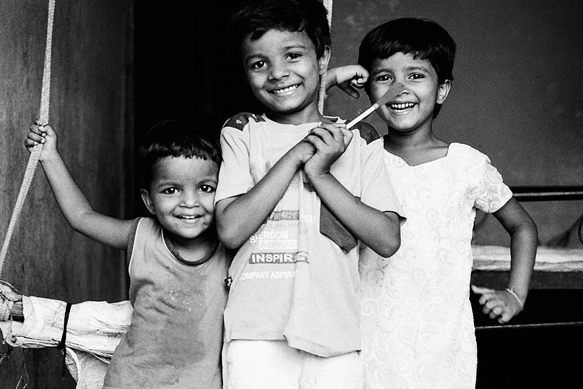 笑顔になった三人の子ども