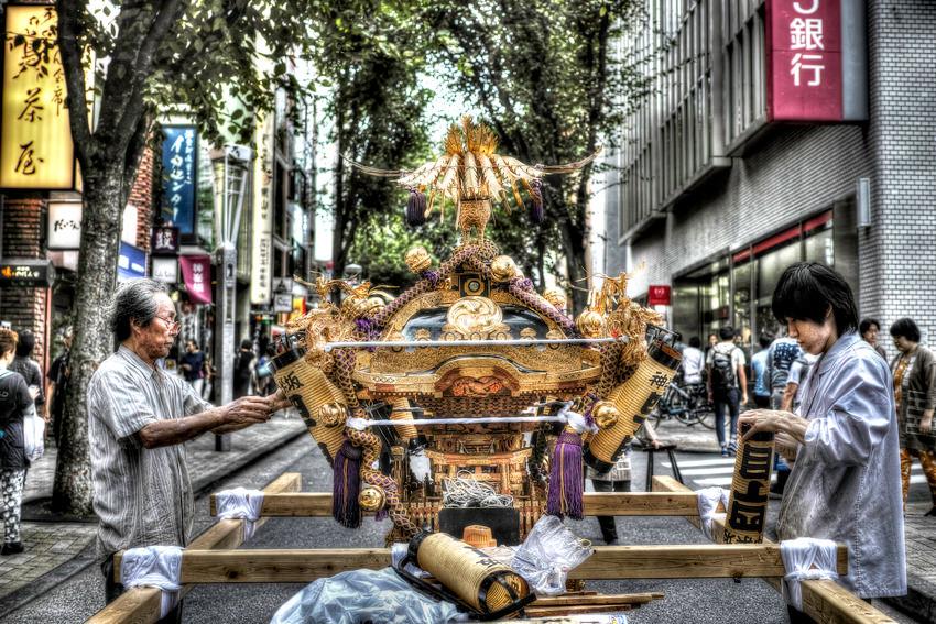 gold divine palanquin