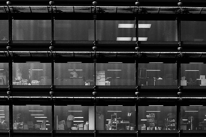 オフィスビルの窓