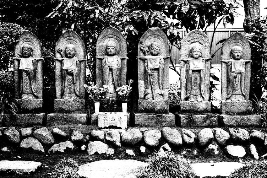 常林寺の6体の石像