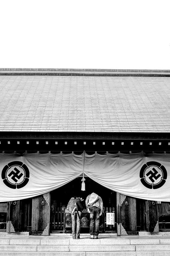 Worshipers in Shoin Jinja