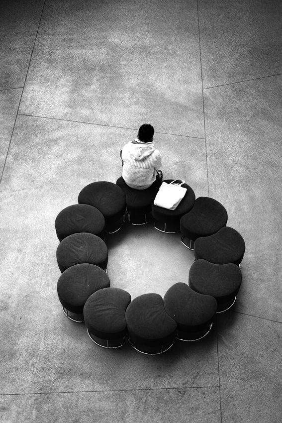 丸く並べられたソファ