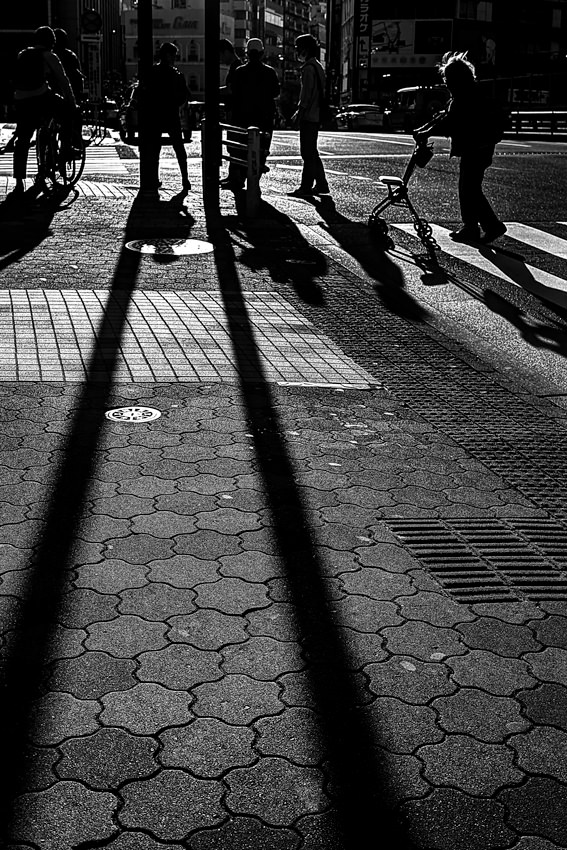 Silhouettes and shadow in crossing