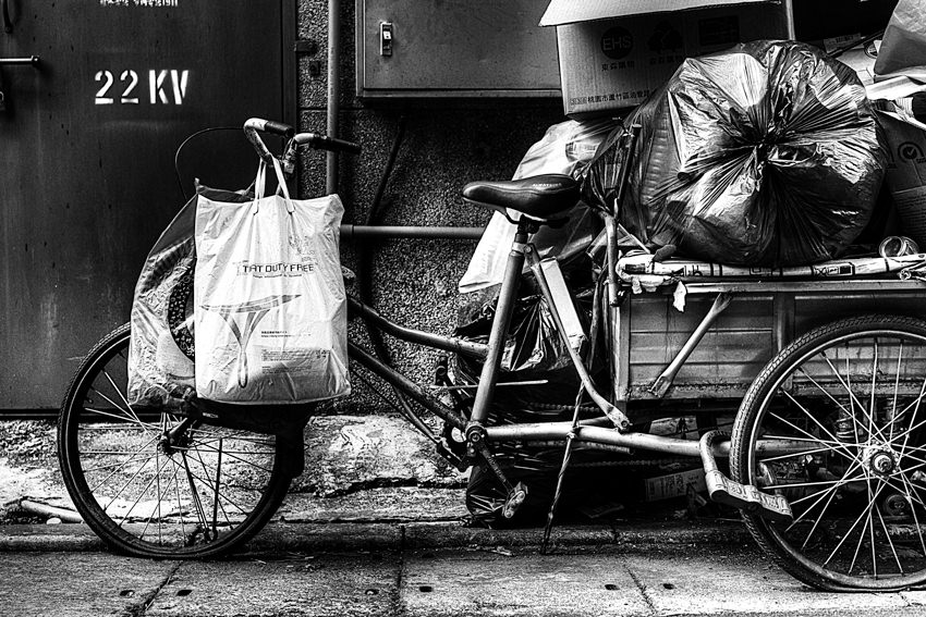荷が満載になったいる三輪車