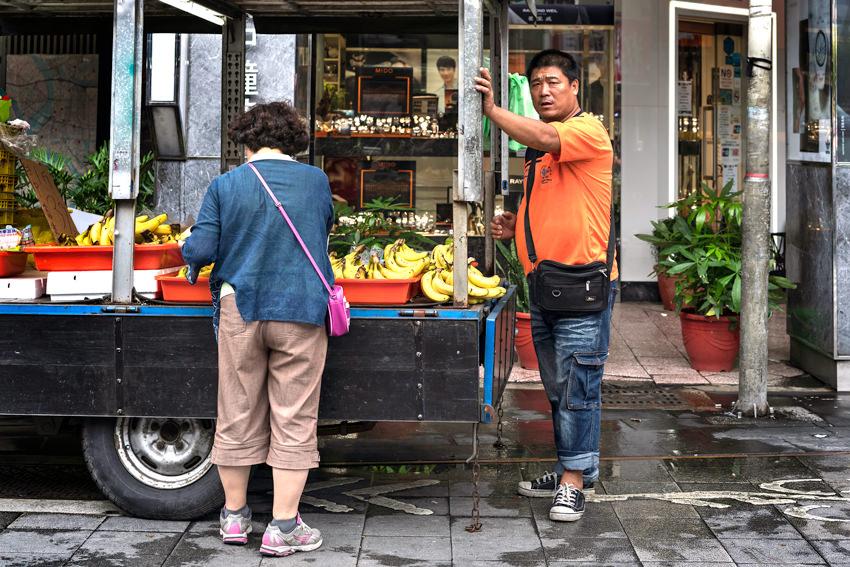 バナナを売る行商人