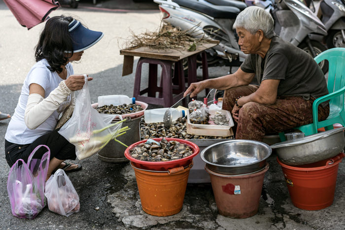 Clams And Two Women (Taiwan)