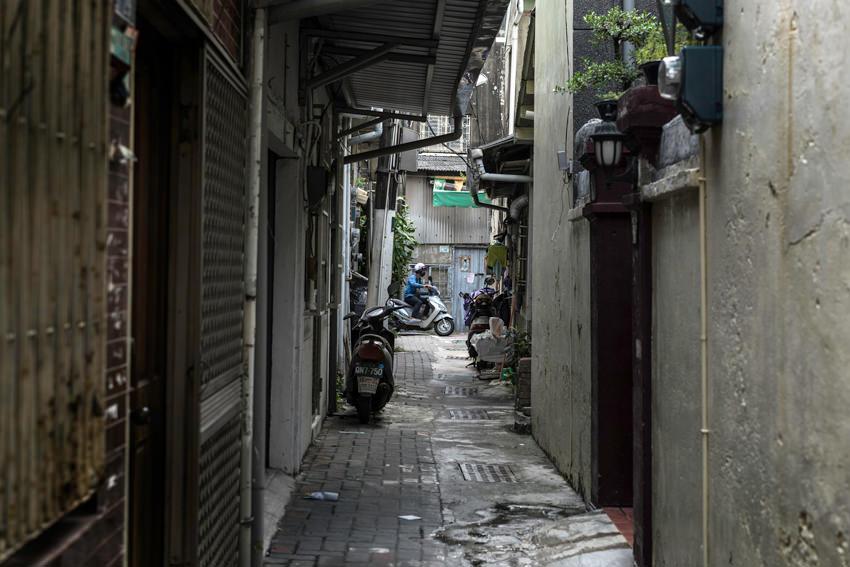 Scooter running alleyway