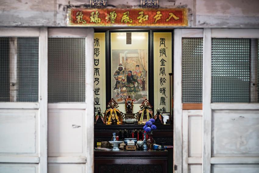 建物の中にある祭壇