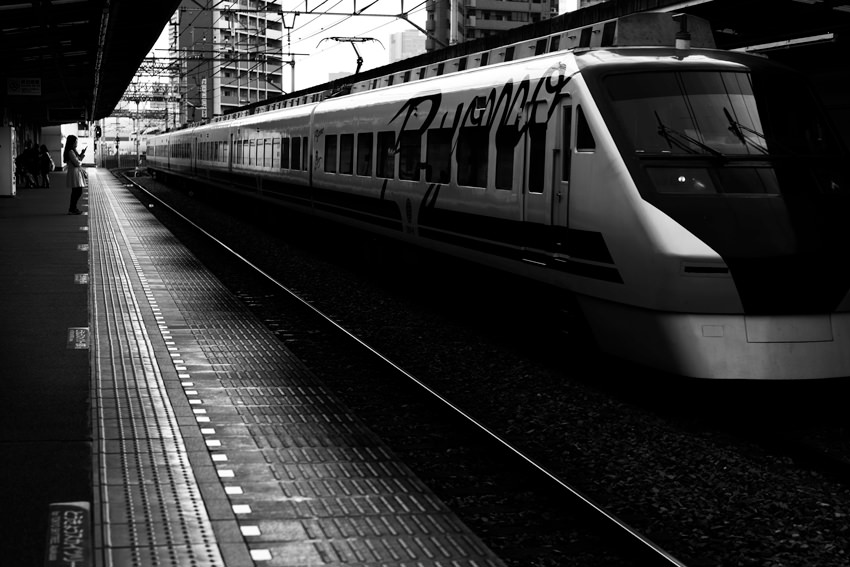 Express train passing Higashi Mukoujima station