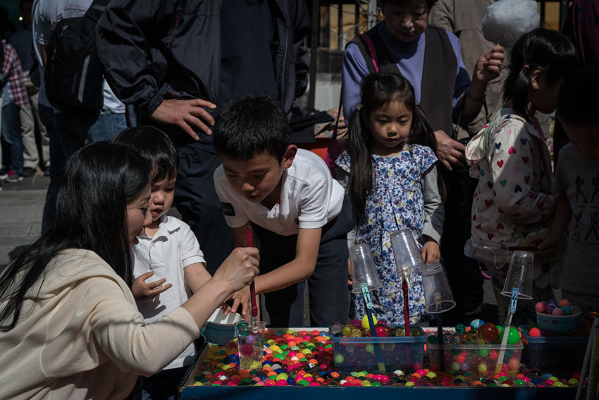 Parent and children playing at stall