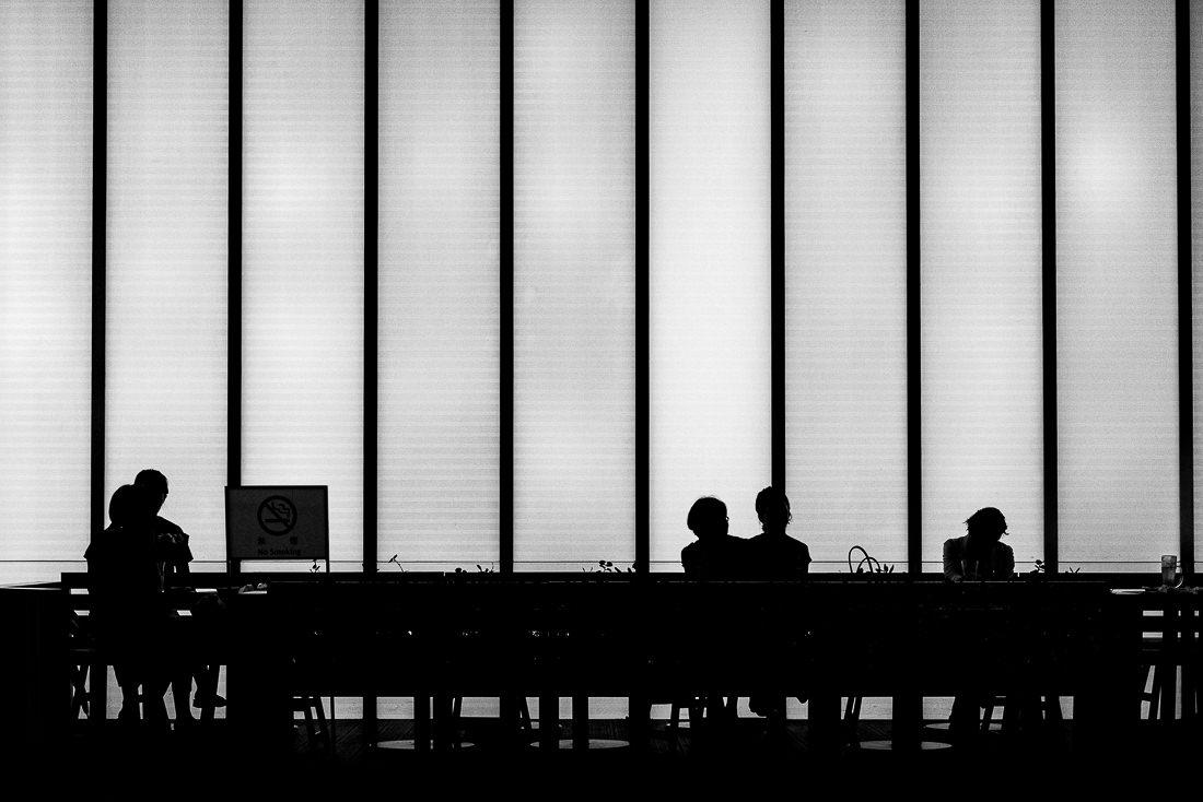 喫茶店のシルエット