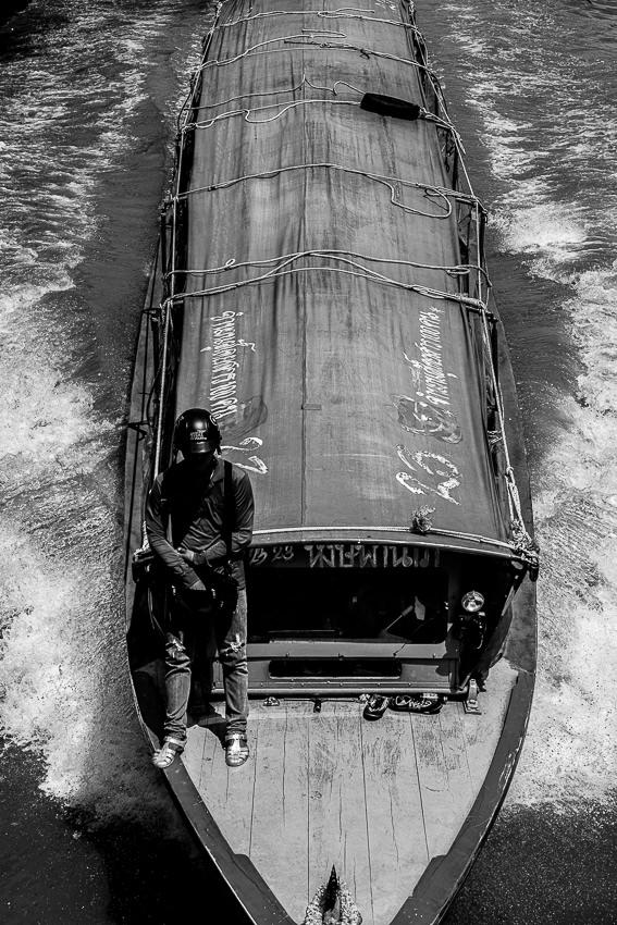 セーンセープ運河を走る水上バス