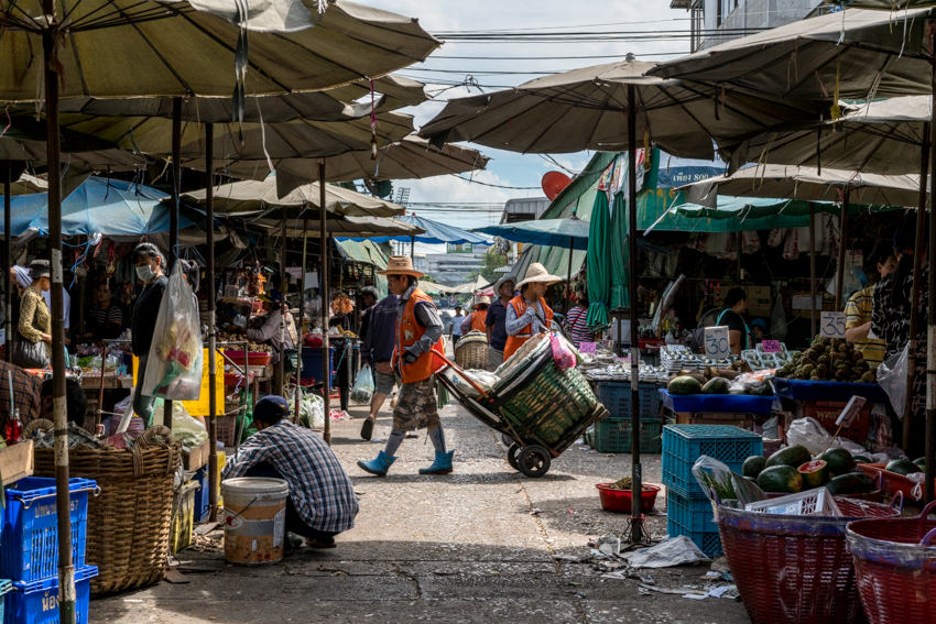 Passage in Khlong Toei Market