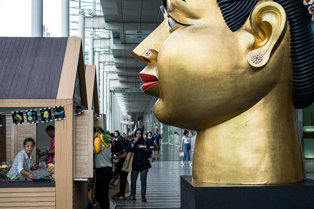 セントラルワールドにあった巨大な頭のアート作品