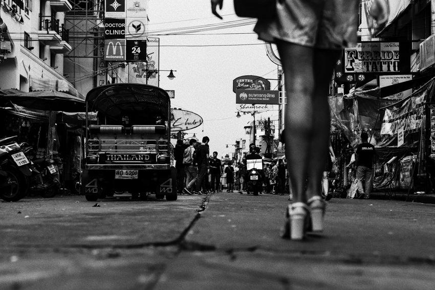 カオサン通りを歩くおみ足