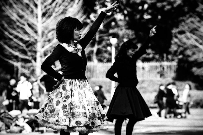 ポーズを決めた踊っていた女性
