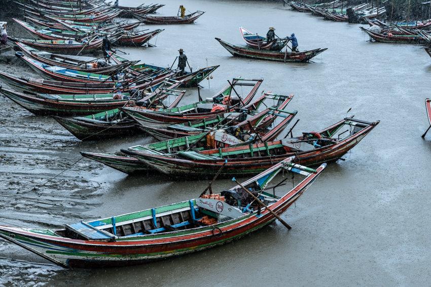ダラ川に係留されていた漁船