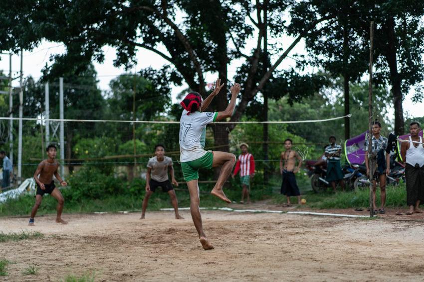 People playing sepak takraw