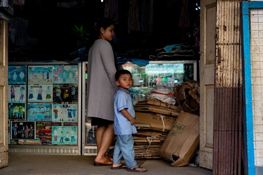 子供服店の中にいたお母さんと息子