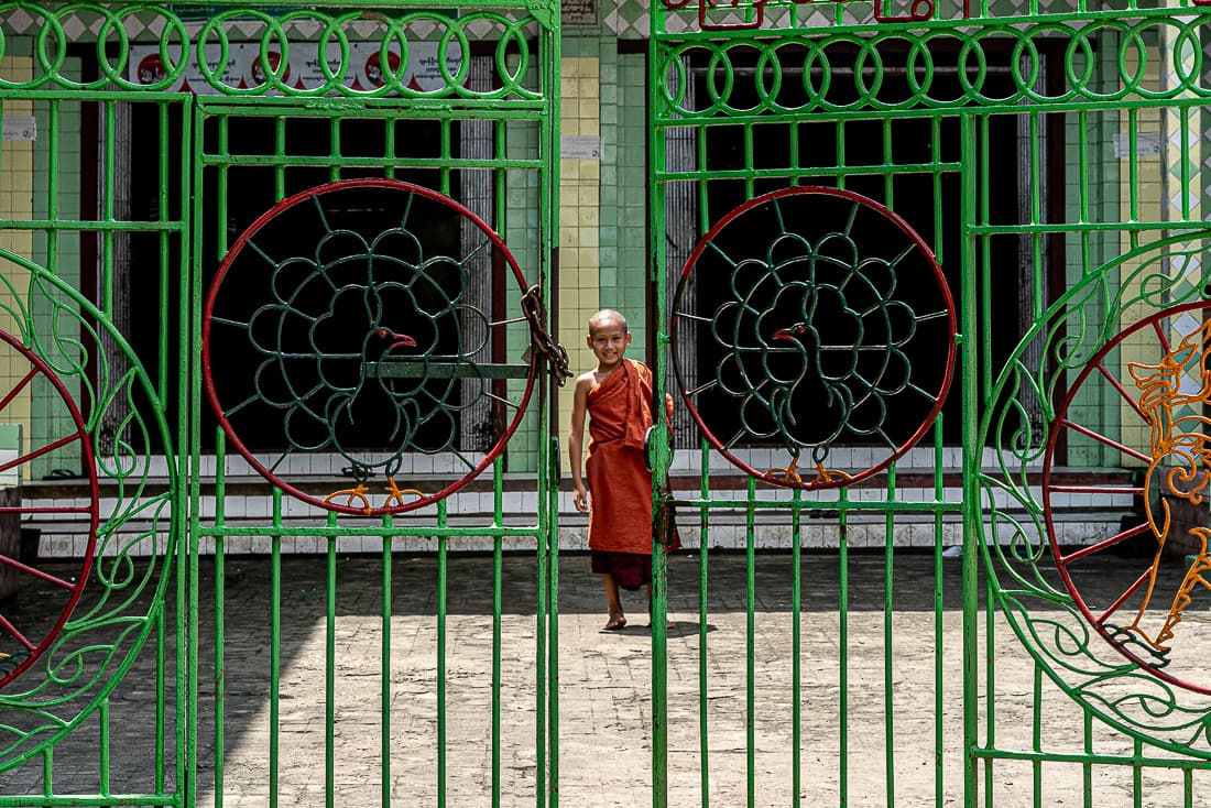 Little Buddhist monk on the other side of the gate