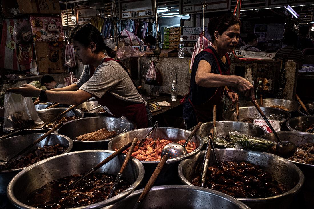 台北の成功市場にある惣菜屋