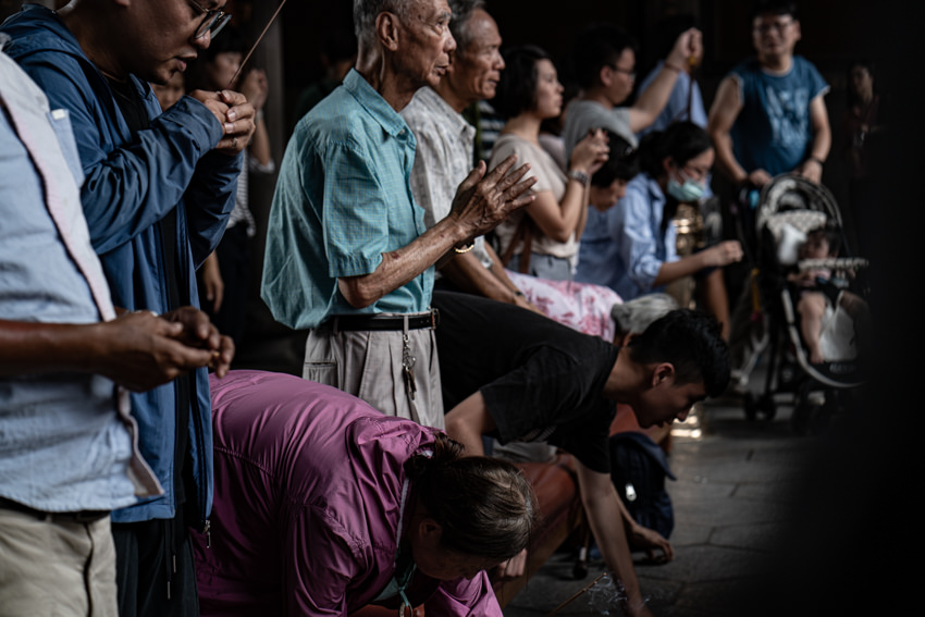 Many locals praying seriously in Lungshan Temple