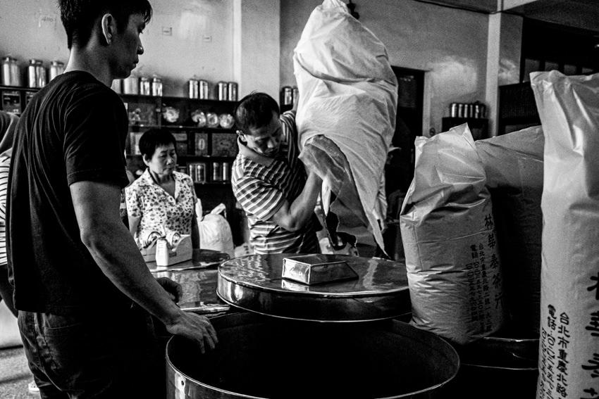 Shop clerks in well-established tea shop
