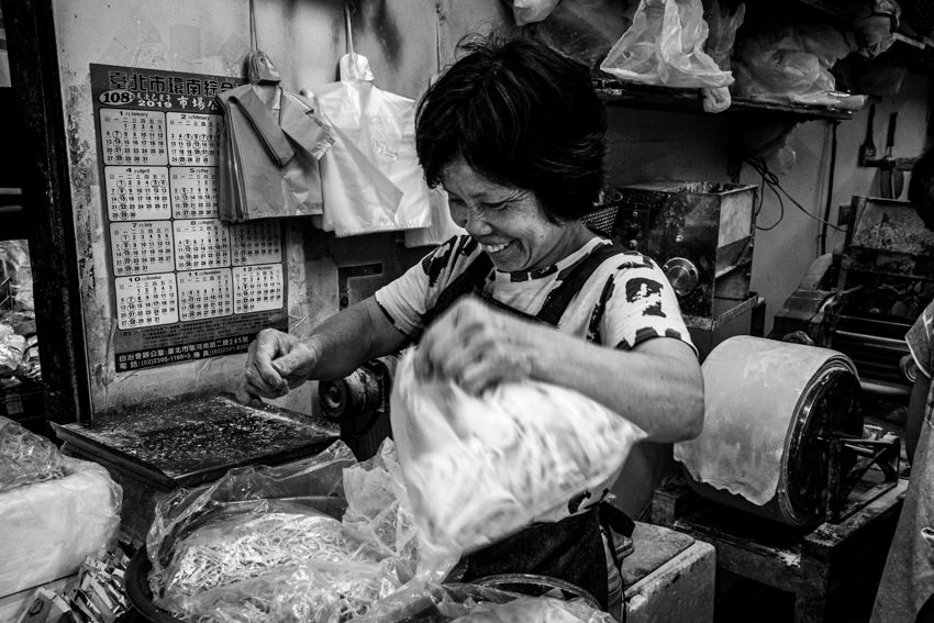 製麺所で働いていた恥ずかしがり屋の女性