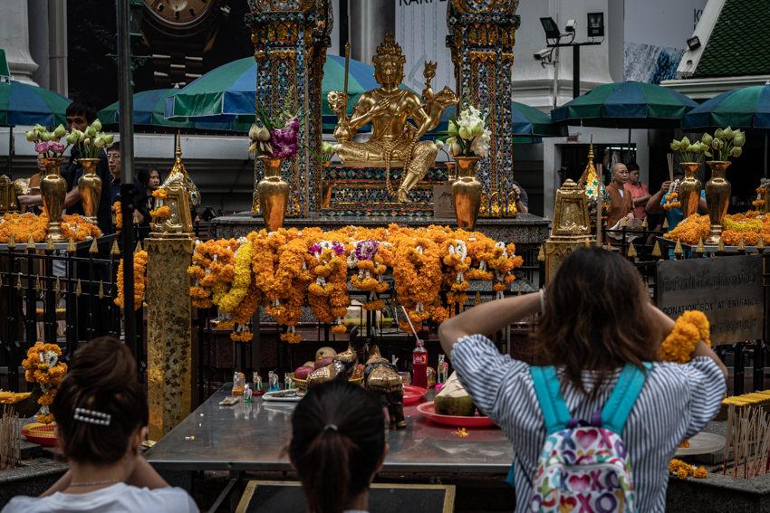 エラワン廟の参拝客