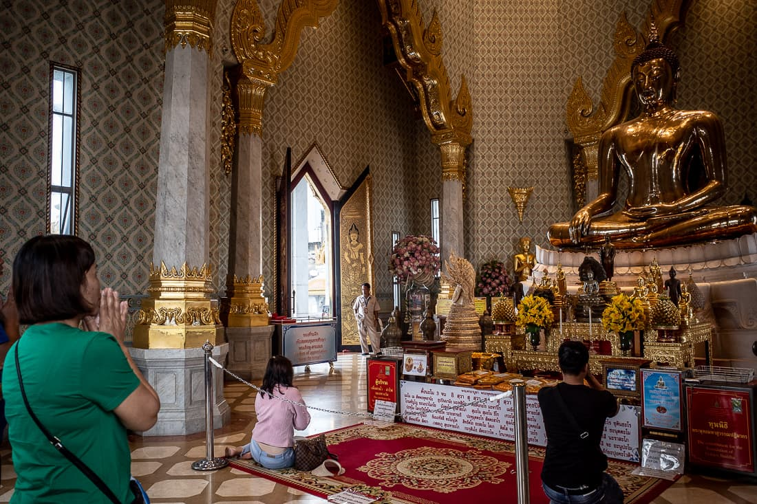 Woman praying in Wat Trimit