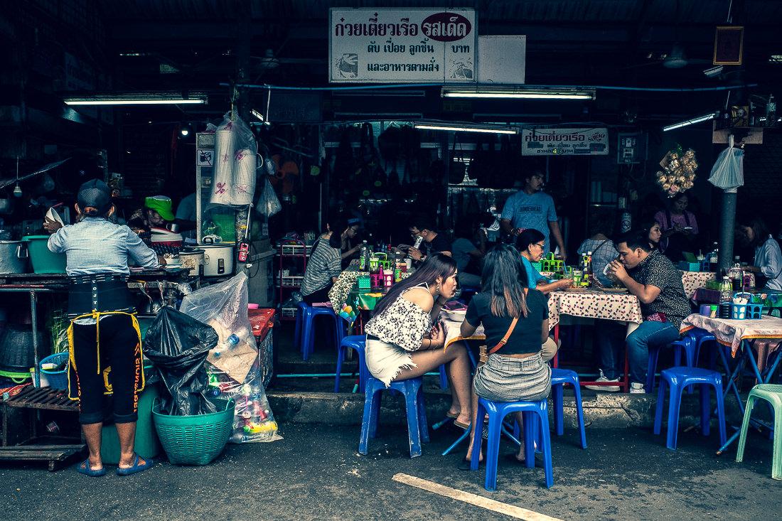 チャトゥチャック市場の食堂