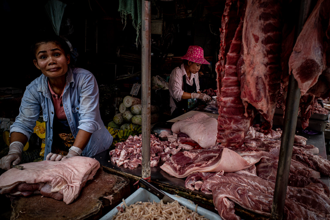 Open-eyed butcher in Khlong Toei Market
