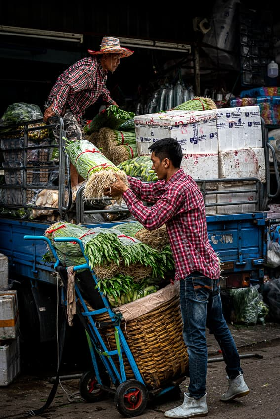 Two men unloading in Khlong Toei Market