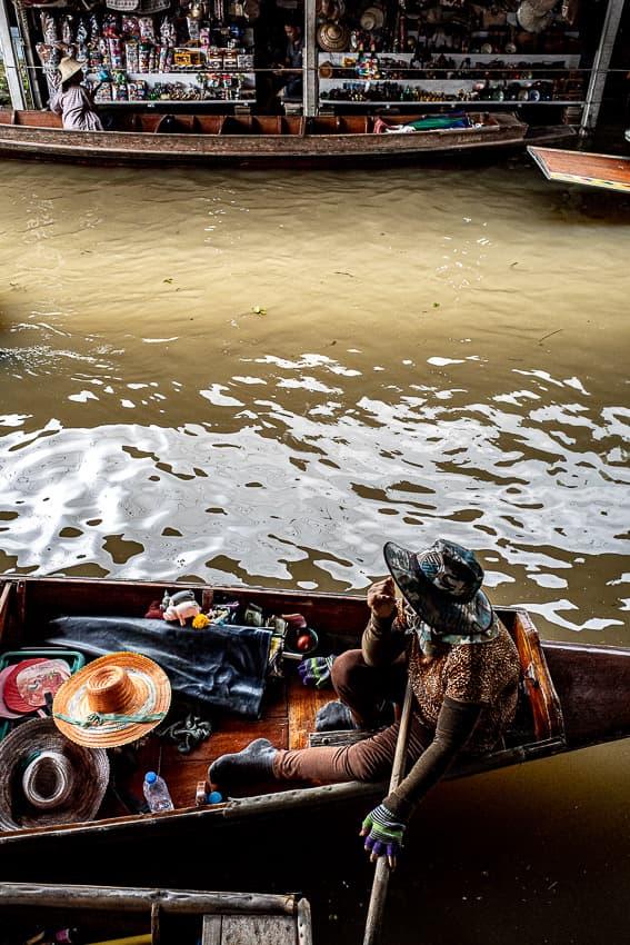 運河の両脇に停まっていたボート