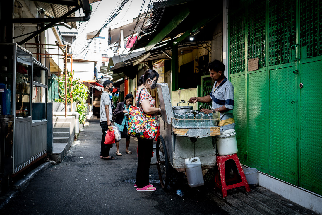 Stall selling Cin Cau in the lane in the Glodok district