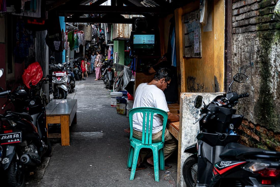 ジャカルタの路地の入り口