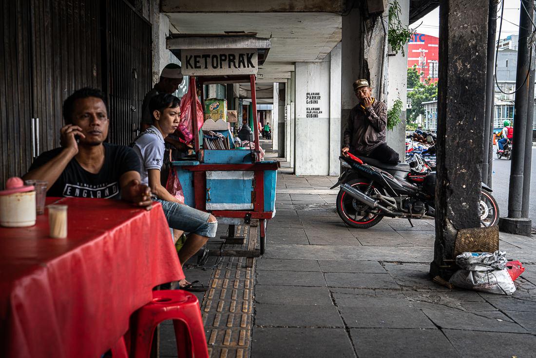 Food stall on the sidewalk on Hayam Wuruk street