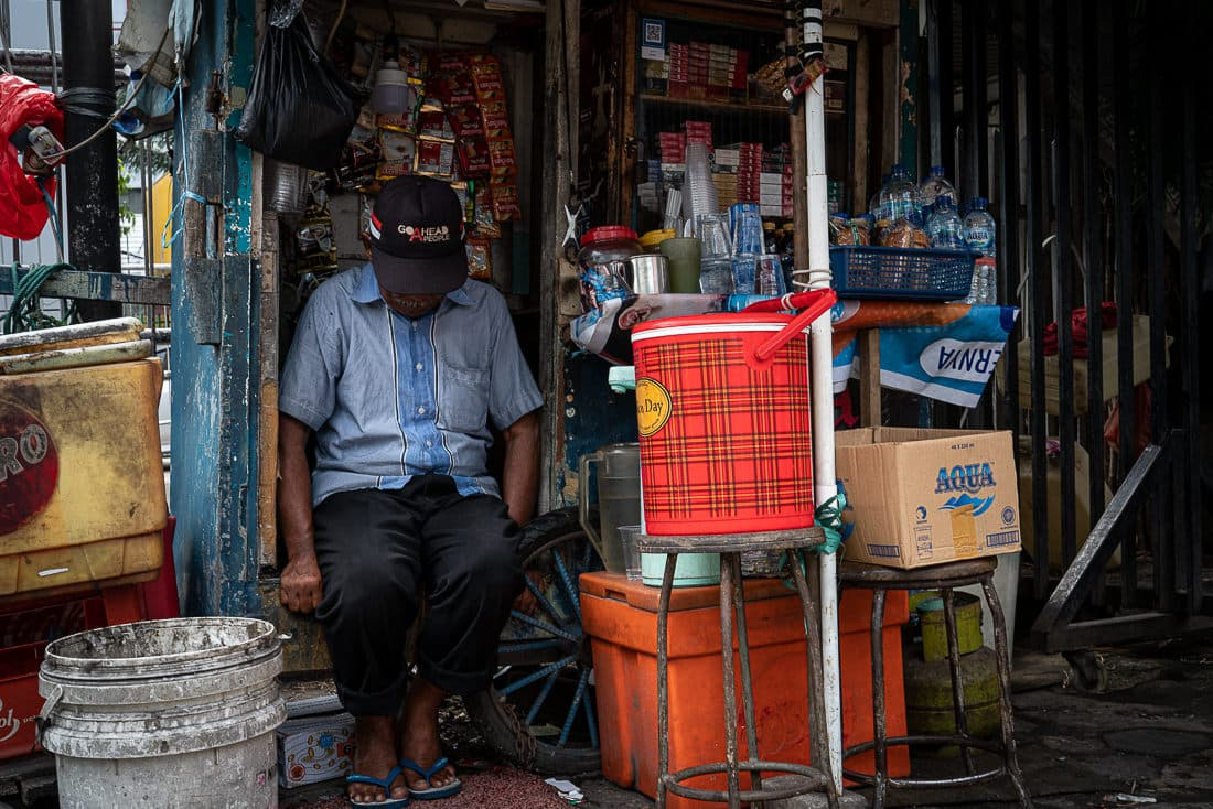 man with a cap sleeping in Kiosk