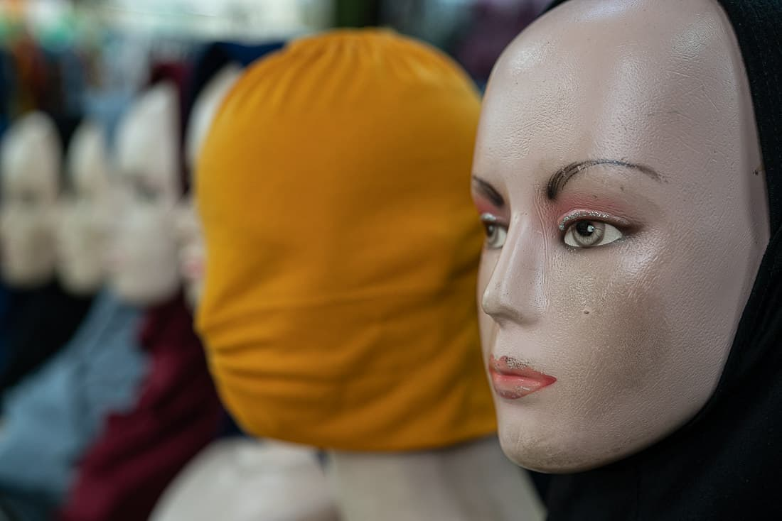 Mannequin wearing a hijab in the storefront