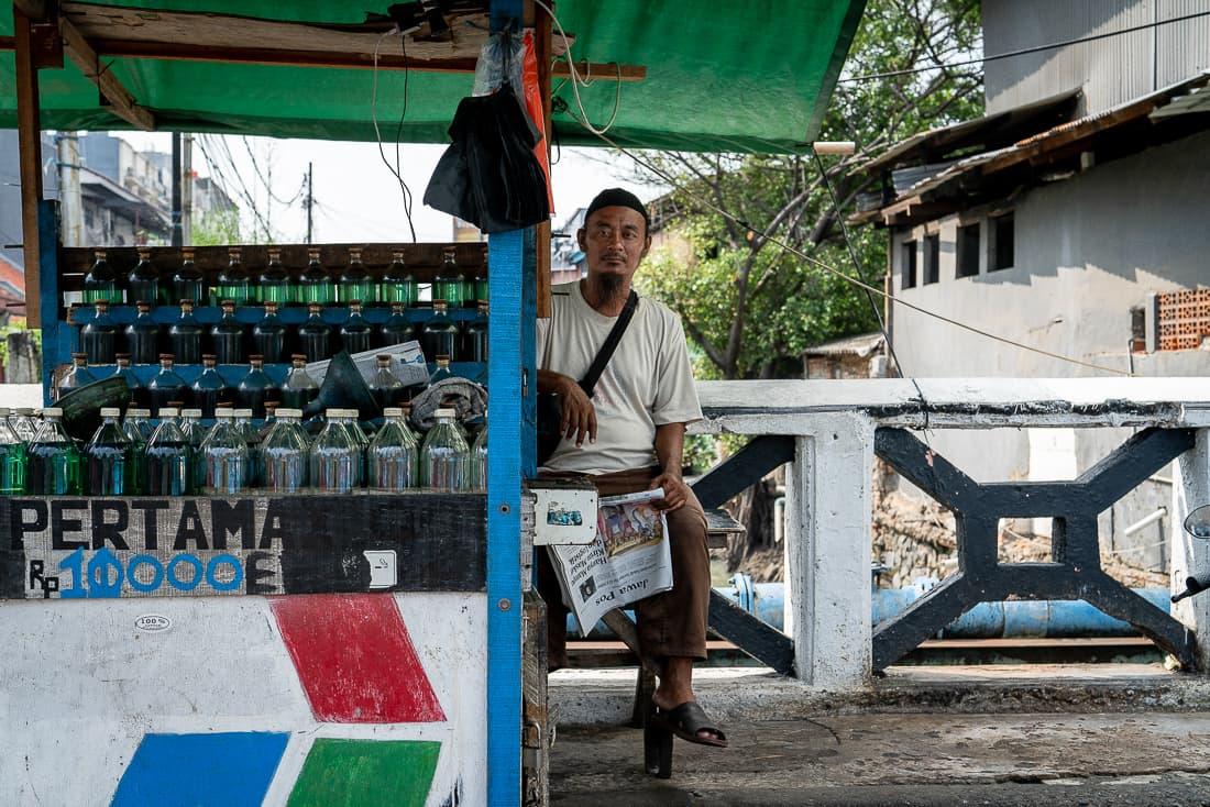 Man selling light diesel oil on the bridge