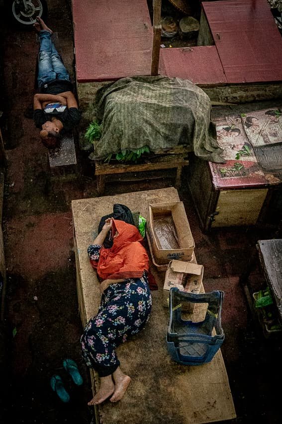 People sleeping in the Kanoman market