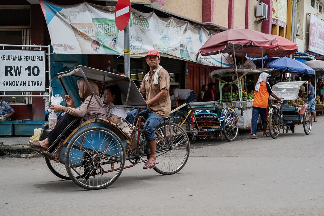 Becak running with customers