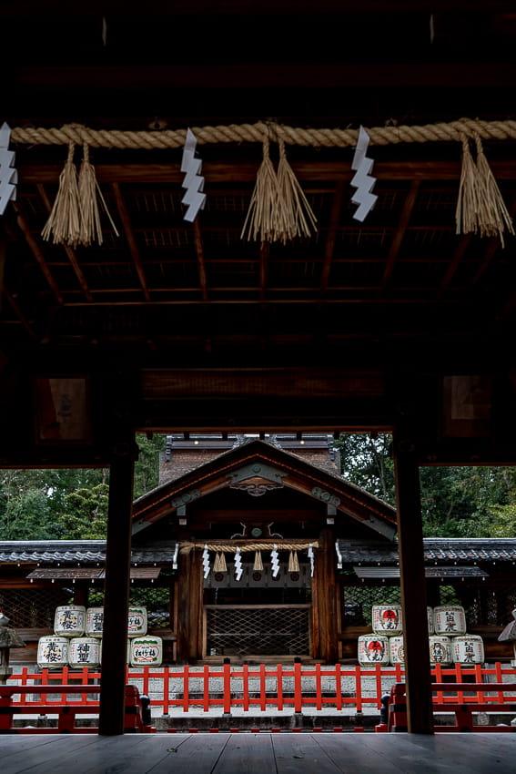 建勲神社の拝殿と神門