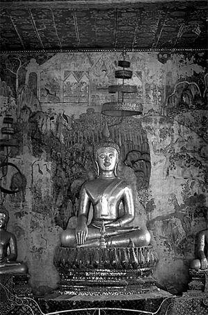 Buddha statue in Wat Pa Huak