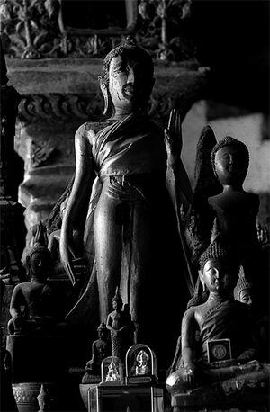 パークウー洞窟に安置されていた仏像